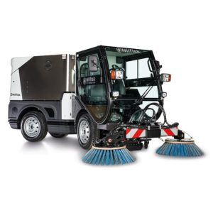 Outdoor cleaning machine